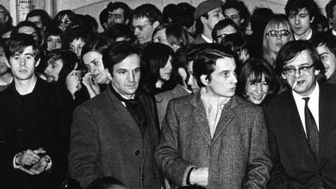 Die erste Demonstration für Henri Langlois und die Cinémathèque française: François Truffaut, Jean-Pierre Léaud und - hinter Léaud im Profil - Claude Jade am 12. Februar 1968.