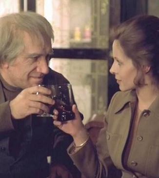 """Auf die armenisch-französische Freundschaft - hier mit Armen Dshigarchanian im Film """"Teheran 43"""""""