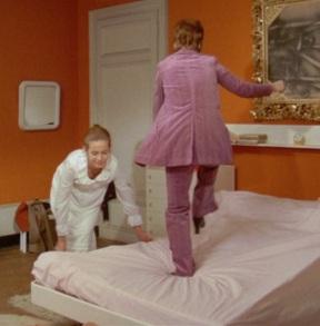 Bettenbeziehen mit Mama: Claude Jade und Annie Girardot