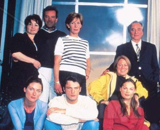 "Marcelline Collard, Jay Benedict, Claude Jade, Dora Doll, Paul Barge. vorn: Manuela Dalle, Raphaël Baudoin, Mélanie Maudran. ""Cap des Pins"""