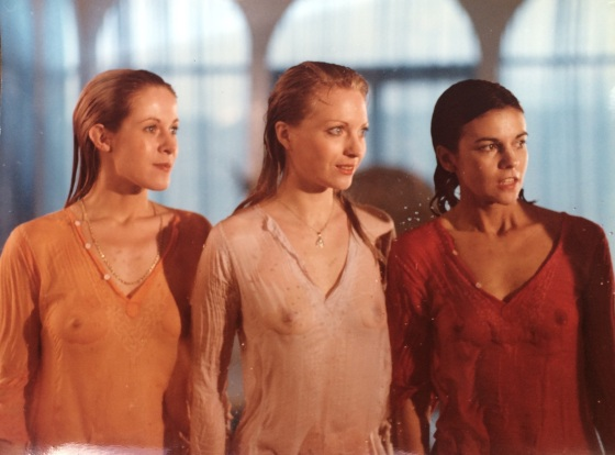 "Claude Jade, Nicole Jamet und Chantal Goya in ""Trop c'est trop"""