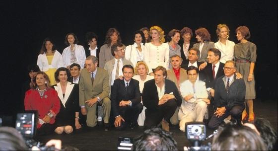 JEAN-PIERRE CARGOL (L'enfant sauvage), JEANNE MOREAU (Jules et Jim), FREDERIQUE JAMET (petit rôle dans L'homme qui amait les femmes), FANNY ARDANT (La femme d'à côté), SYVIE GREZEL (L'argent poche), CHARLES DENNER (La mariée était en noir, Une belle fille..., L'homme qui aimait les femmes), MARCEL BERBERT (producteur), DANI (La nuit américaine, L'amour en fuite), JACQUELINE BISSET (La nuit américaine), HENRI SERRE (Jules et Jim), SERGE ROUSSEAU (La mariée..., Baisers volés), NELLY BENEDETTI (La peau douce), MARIE DUBOIS (Tirez sur le pianiste, Jules et Jim), ALEXANDRA STEWART (La nuit américaine), CATHERINE DENEUVE (La sirène du Mississippi, Le dernier métro), GERARD DEPARDIEU (La femme d'à côté), CHARLES AZNAVOUR (Tirez sur le pianiste), BERNARDETTE LAFONT (Les mistons, Une belle fille comme moi), CLAIRE MAURIER (Les 400 coups), JEAN-CLAUDE BRIALY (Une histoire d'eau, La mariée était en noir), JEAN-PIERRE LEAUD (les Doinel, Les deux anglaises, La nuit américaine), DELPHINE SEYRIG (Baisers volés), JEAN-PIERRE AUMONT (La nuit américaine), BRIGITTE FOSSEY (L'homme qui aimait les femmes), HENRI GARCIN (La femme d'à côté) et CLAUDE JADE (Baisers volés, Domicile conjugal, L'amour en fuite) - Cannes 1985 -Hommage a François Truffaut